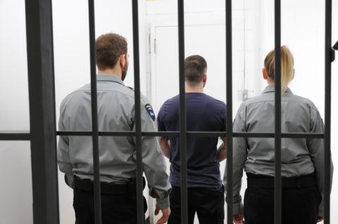Agents et détenus